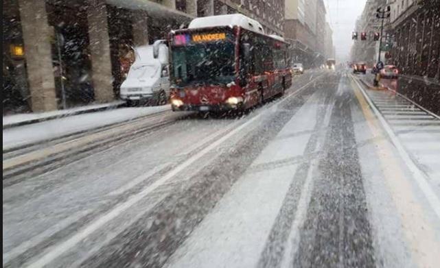 Allerta Neve e Maltempo: fiocchi anche in pianura, temporali al Sud. Temperature sotto lo zero nel weekend. A Roma prevista nevicata
