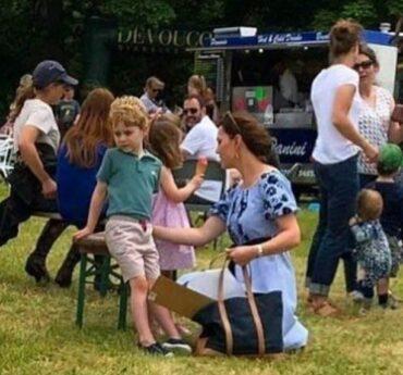 La duchessa di Cambridge, pratica, sportiva o semplicemente risparmiatrice? Kate Middleton ha stupito tutti presentandosi al Houghton Horse Trials, l'evento più prestigioso nel Norfolk, con un modesto abitino: pagatto solo 39,9 sterline da Zara.