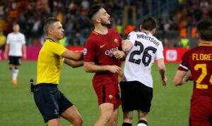 """Roma-Liverpool 4-2: Skomina """"pentito"""", il clamoroso retroscena negli spogliatoi dell'Olimpico. Alcuni giornalisti presenti nella mixed Zone dello Stadio Olimpico di Roma, hanno raccontato della reazione struggente del fischietto sloveno, Damir Skomina"""