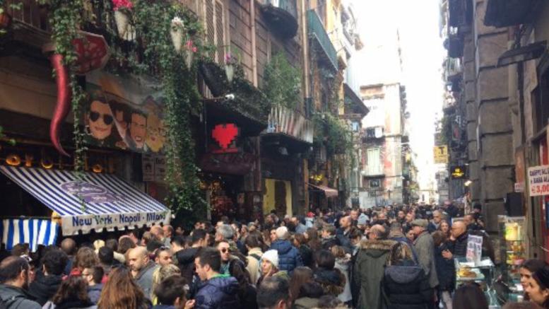 Bomba esplode nella notte Pizzeria Sorbillo Napoli
