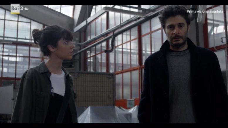 Il commissario Cagliostro ritorna ne la Porta Rossa 2 con una nuova indagine ricca di colpi di scena.