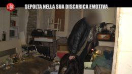 Barbonismo Domestico Le Iene: Sepolta nella sua discarica emotiva. Immagini scioccanti nel servizio della iena Veronica Ruggeri