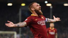 De Rossi: addio alla Roma! Contro il Parma, il 26 maggio, il 16 giallorosso disputerà la sua ultima partita da capitano della AS Roma.
