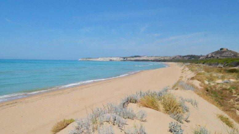 i chiarimenti del presidente della regione sicilia Nello Musumeci sull'uso delle mascherine e della questione relativa alle spiagge, private e libere
