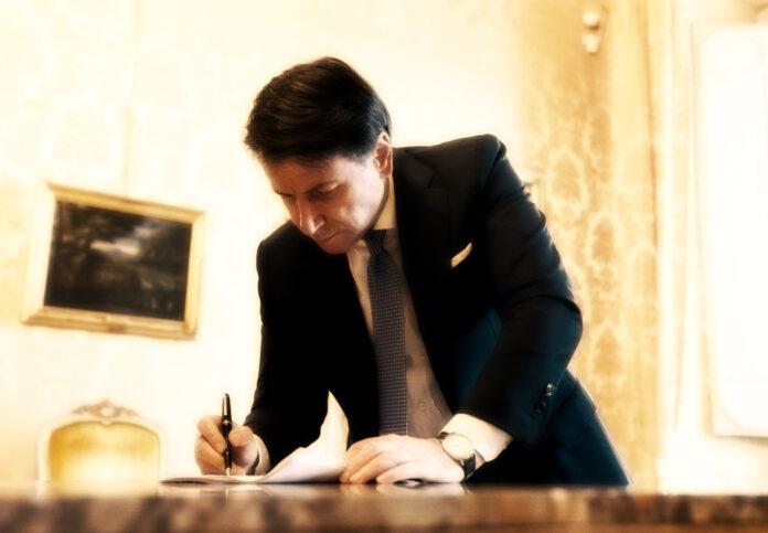 coprifuoco dalle 21 su tutto il territorio nazionale, il Premier Giuseppe Conte firma il decreto, Italia divisa in tre aree