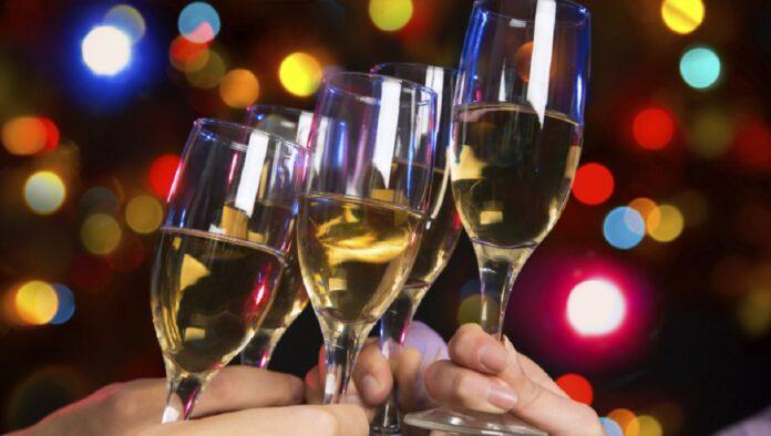 Prendono forma le misure previste dal nuovo Dpcm, Natale e Capodanno a casa con coprifuoco alle 21