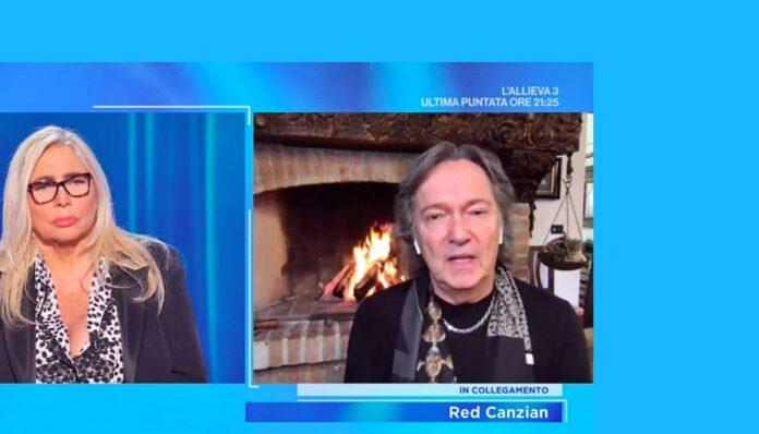 Red Canzian in collegamento in diretta a Domenica In ricorda il collega dei Pooh, Stefano D'Orazio, recentemente scomparso per il coronavirus, anche Mara Venier visibilmente commossa