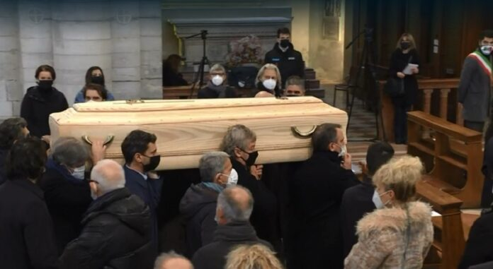 Funerale di Paolo Rossi, alcuni campioni Mundial 82 portano a spalla il feretro nel Duomo di Vicenza