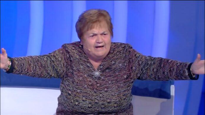 C'è Posta per te, la signora Sarina di Francavilla fa show da Maria De Filippi